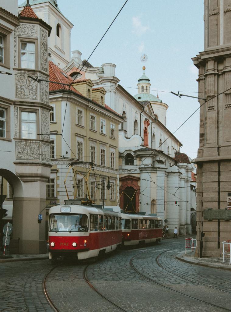 Innenstadt in Prag mit Straßenbahn