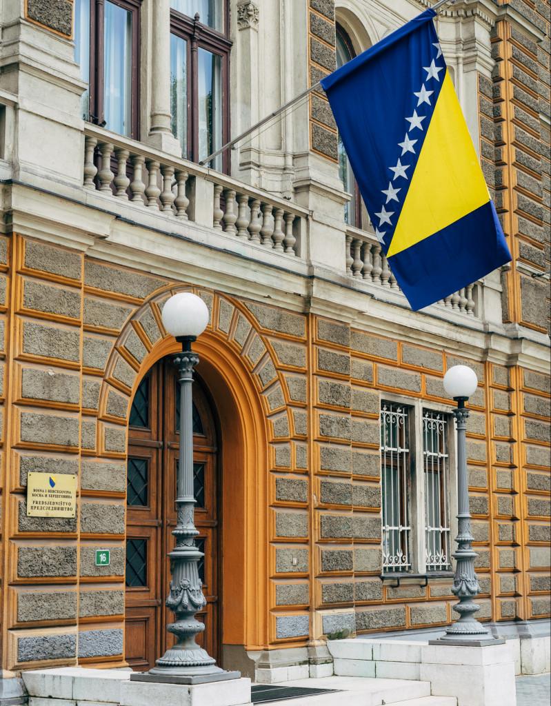 Bosnische Flagge in Stadt