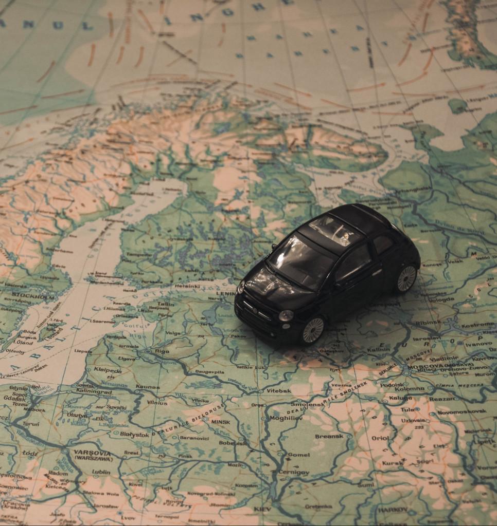 Auto auf Landkarte