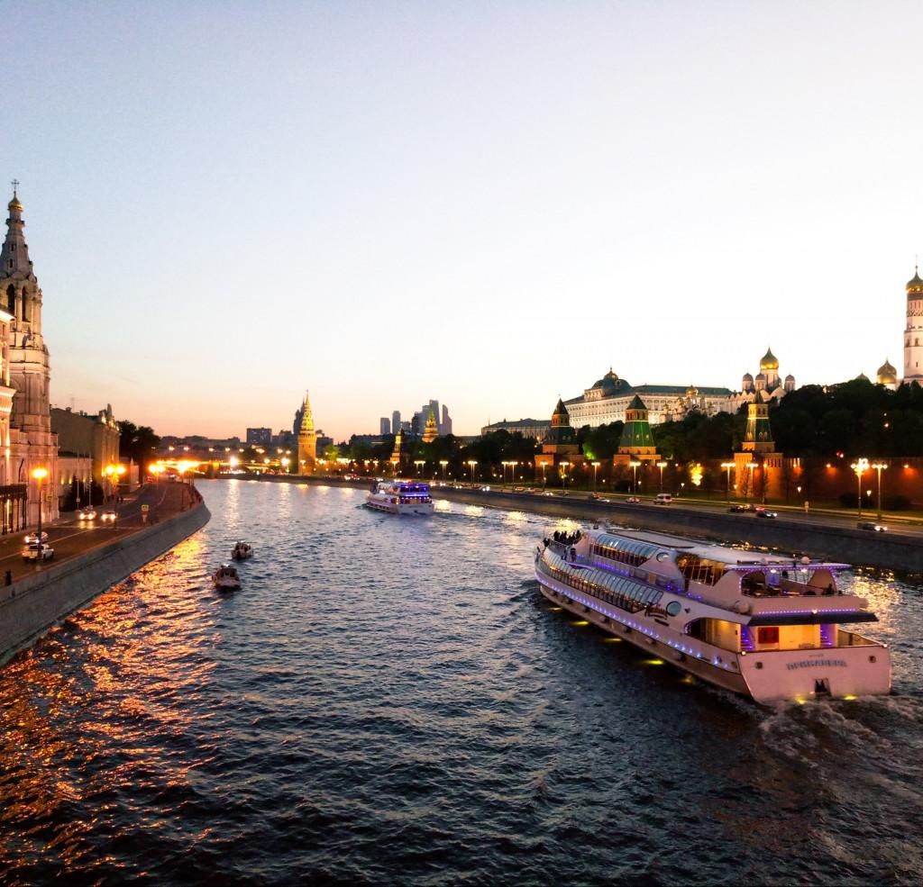 Boote im russischen Fluss