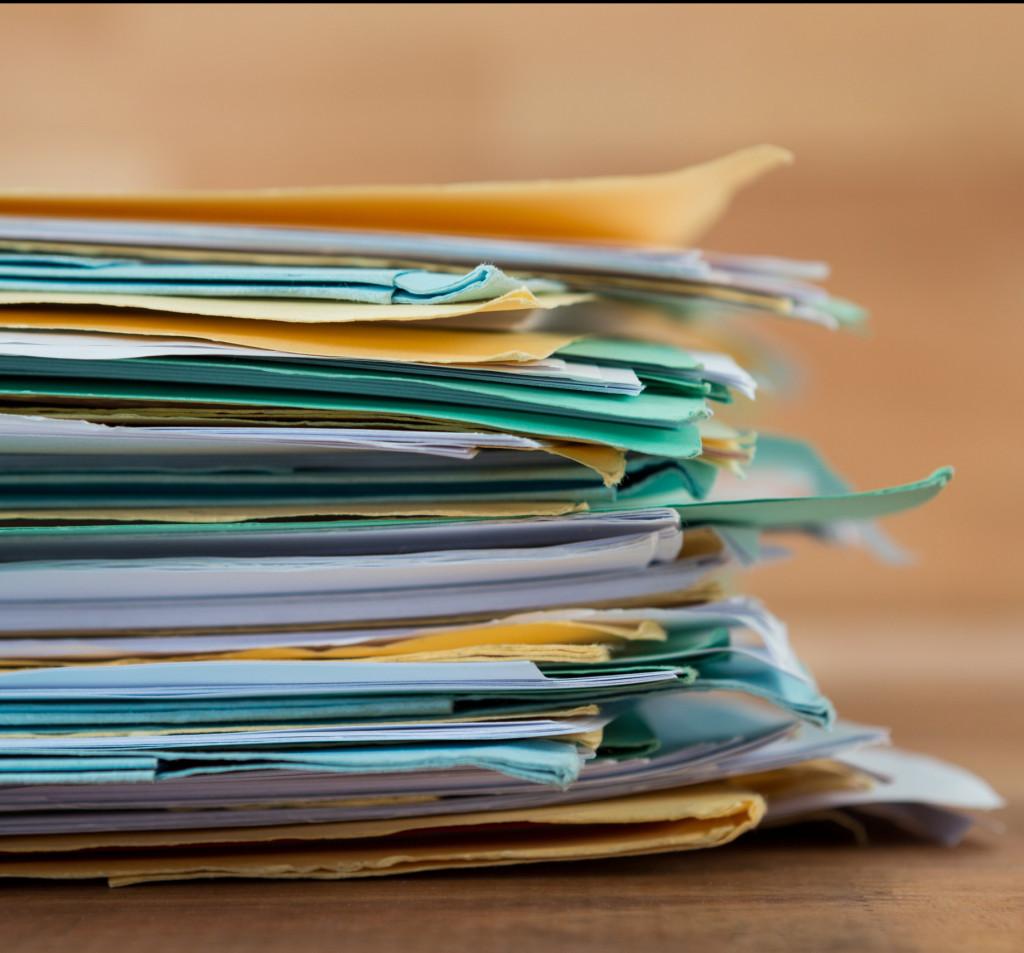 ein Stapel Dokumente