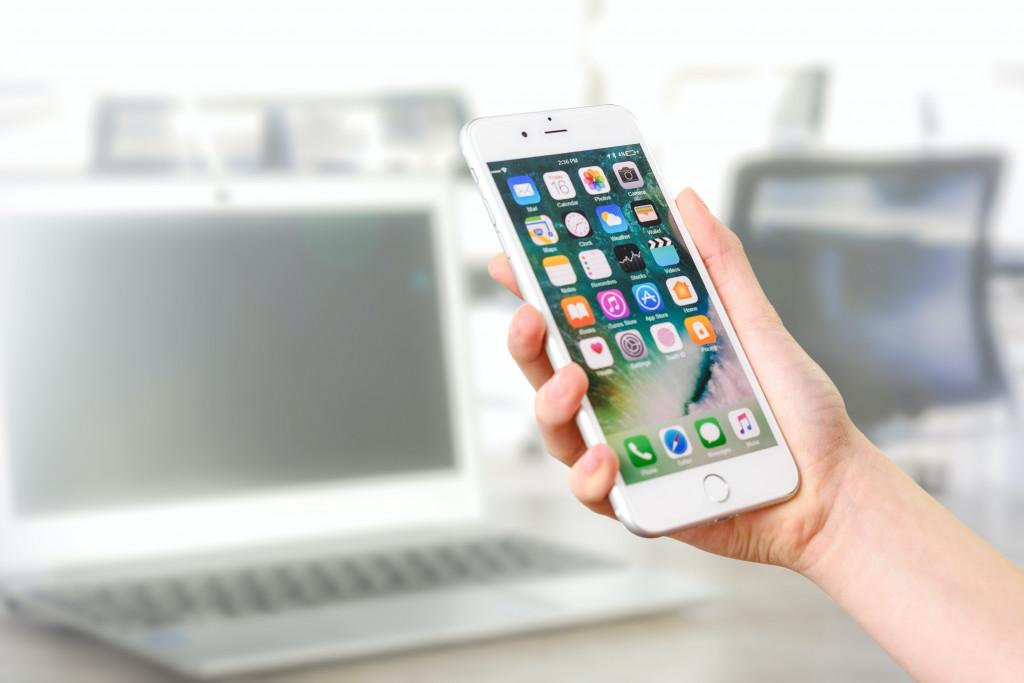 Smartphone mit vielen Apps