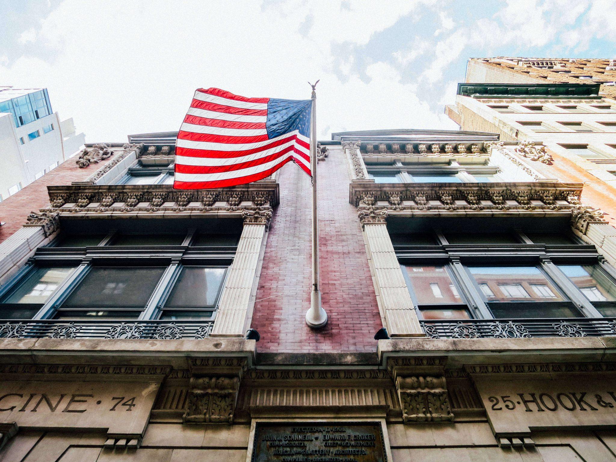 USA Flagge auf einem Gebäude