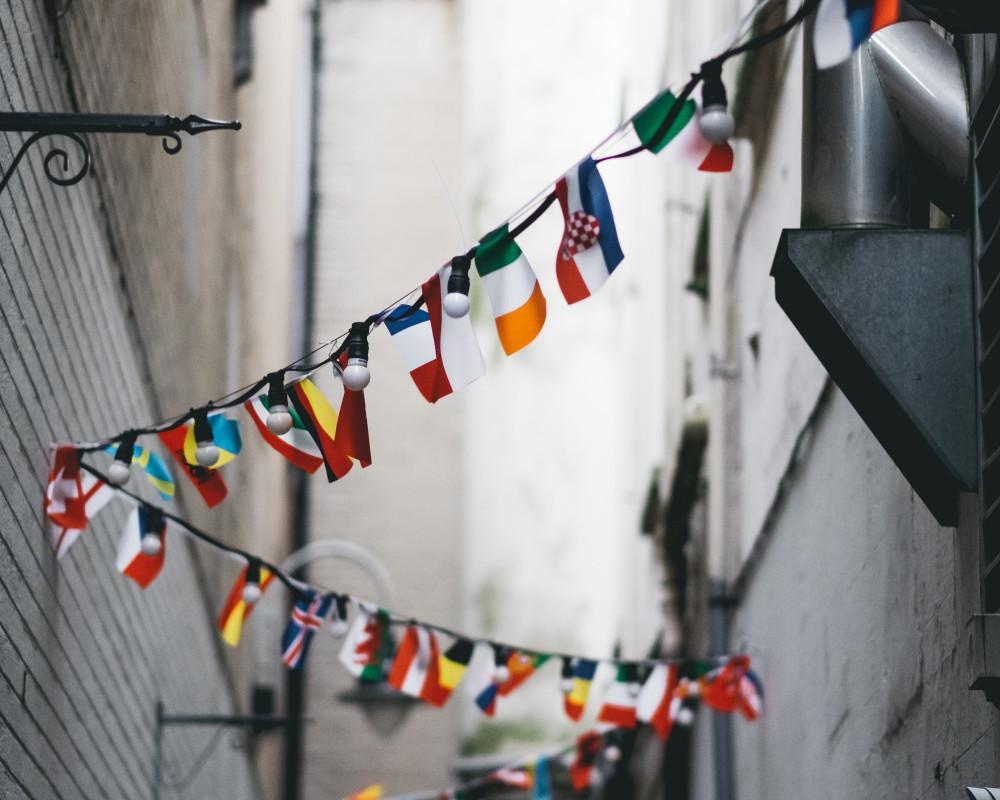 Länderflaggen an einer Schnur