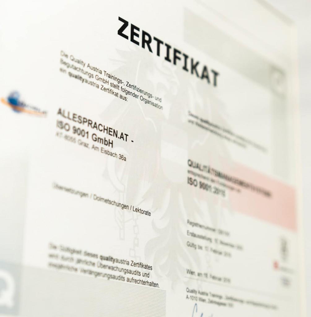 Ein Zertifikat, das für die Professionalität eines Übersetzungsbüros steht.
