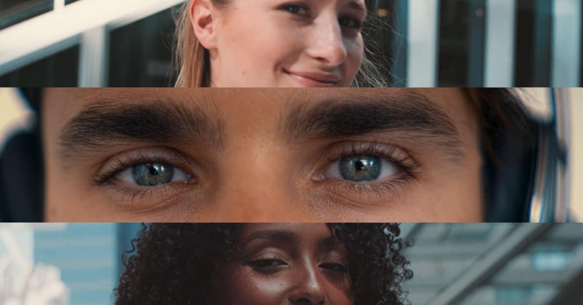 Drei Personen übereinandre und man sieht nur die Augen